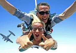 Самостійний стрибок з парашутом