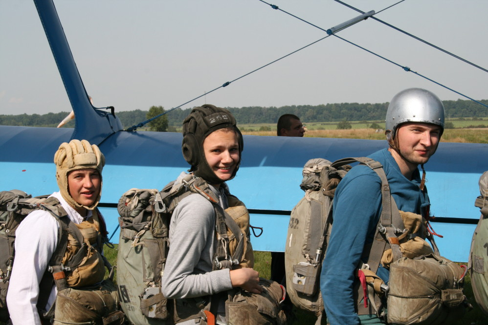 перший стрибок з парашутом