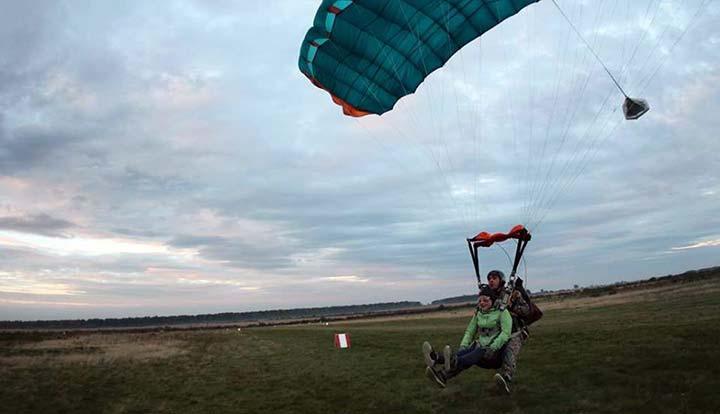 Приземлення парашута з тандем майстром